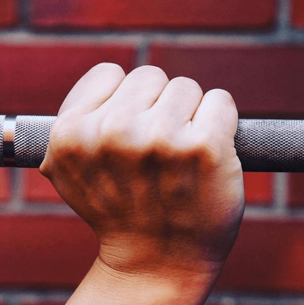 Schmerzen im Handgelenk beim Snatch oder Overhead Squat? So hältst Du die Langhantel richtig!